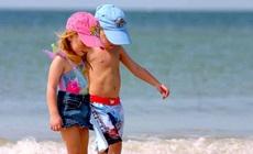 Дети на пляже: как правильно выбрать купальник