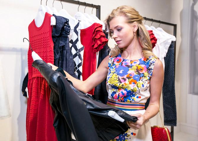 f82ab1f491a ... Свиридову и других гостей устроить большую веселую примерку платьев из  новой коллекции. И без покупок не ушел никто — как иначе в разгар нового  сезона.