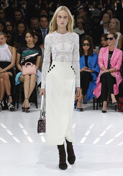 Раф Симонс представил летнюю коллекцию Dior