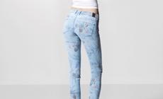 Новые джинсы Power Curvy от Guess