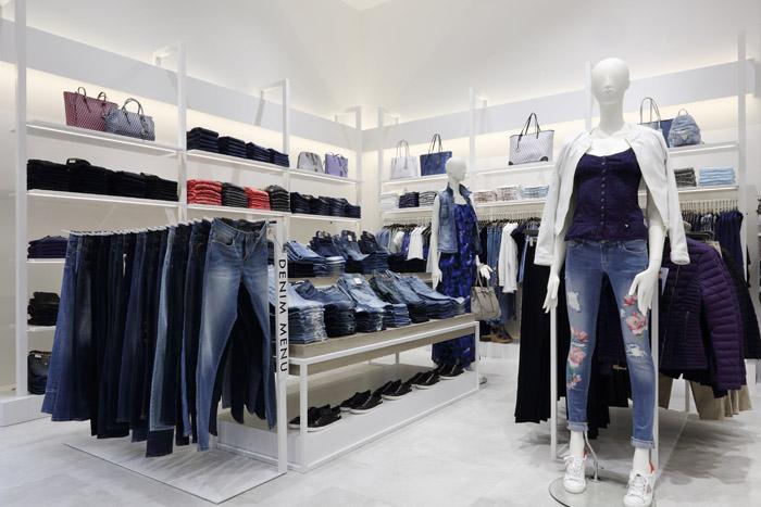 В торговом центре «Европейский» откроется флагманский магазин Guess